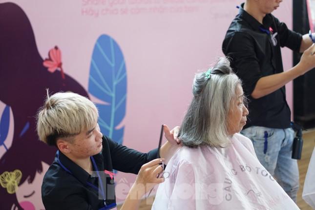 Hơn 300 bộ tóc thật hiến tặng bệnh nhân ung thư ảnh 1