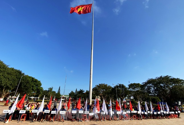 30 dân tộc anh em cổ vũ Chủ nhật Đỏ ở Krông Năng ảnh 1