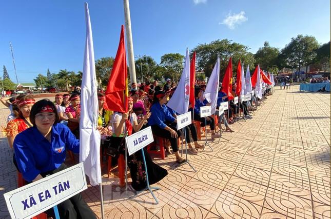 30 dân tộc anh em cổ vũ Chủ nhật Đỏ ở Krông Năng ảnh 2