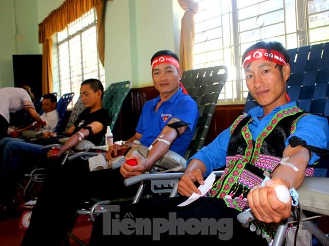 30 dân tộc anh em cổ vũ Chủ nhật Đỏ ở Krông Năng ảnh 9