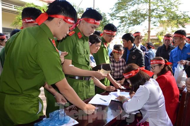 30 dân tộc anh em cổ vũ Chủ nhật Đỏ ở Krông Năng ảnh 12