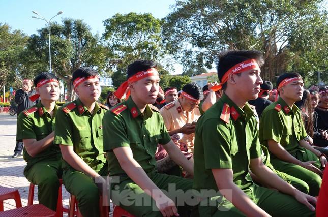 30 dân tộc anh em cổ vũ Chủ nhật Đỏ ở Krông Năng ảnh 11