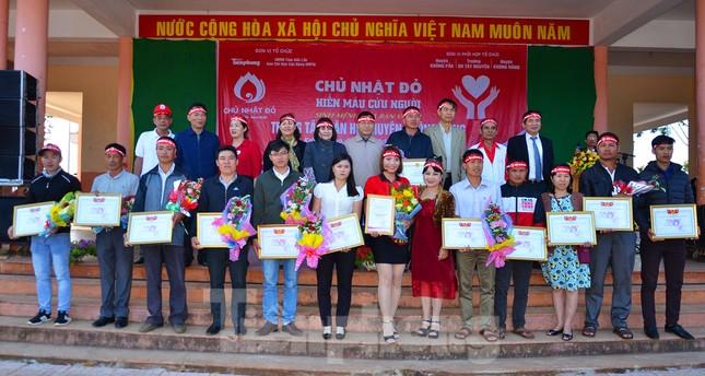 30 dân tộc anh em cổ vũ Chủ nhật Đỏ ở Krông Năng ảnh 15