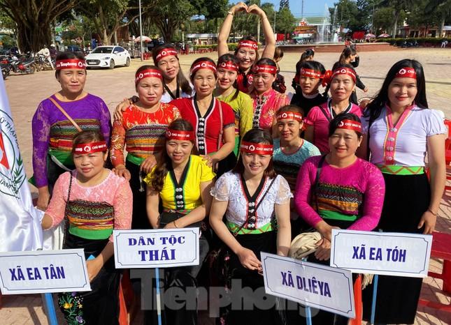 30 dân tộc anh em cổ vũ Chủ nhật Đỏ ở Krông Năng ảnh 6