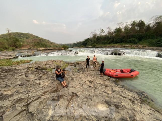 Kỳ ảo bãi đá trăm triệu năm bên sông Sêrêpốk ảnh 12