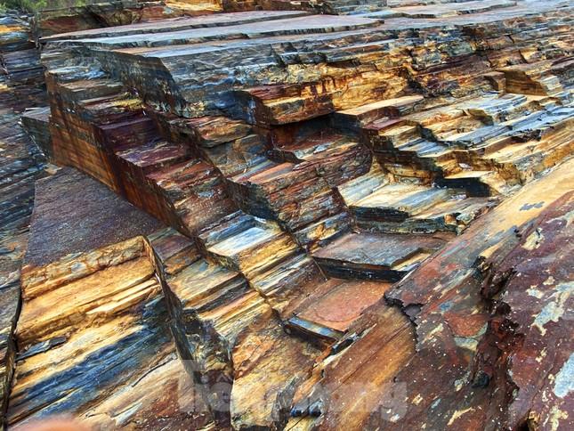 Kỳ ảo bãi đá trăm triệu năm bên sông Sêrêpốk ảnh 5