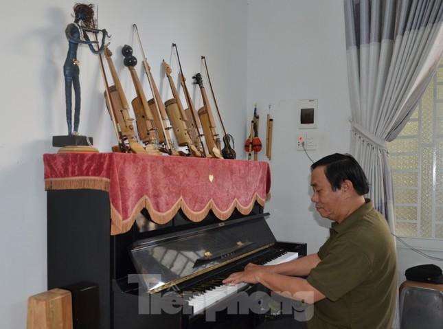 Độc lạ Violin tre và đàn Mõ bò ảnh 8