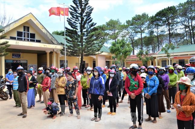 Tiền Phong trên Tây Nguyên: Những chuyến trao quà, phát gạo gắn kết tình quân dân ảnh 1