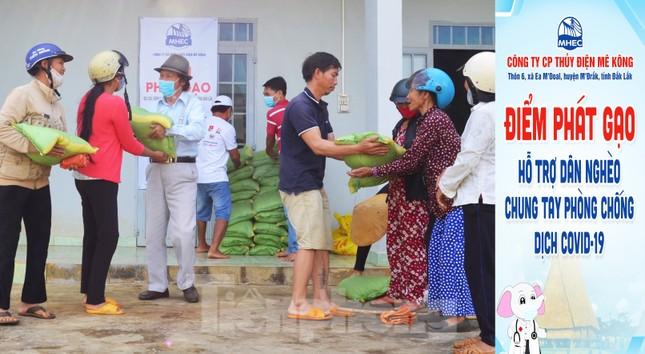 Tiền Phong trên Tây Nguyên: Những chuyến trao quà, phát gạo gắn kết tình quân dân ảnh 5