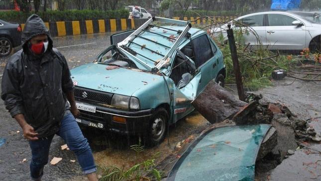 Chưa hết 'khốn khổ' vì COVID-19, Ấn Độ tiếp tục hứng thêm siêu bão ảnh 1
