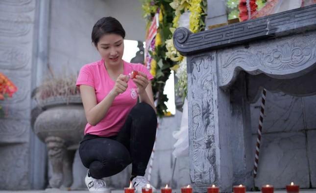 Thí sinh Hoa hậu Việt Nam thắp sáng 11.000 'trái tim hồng' ảnh 4