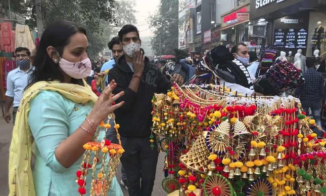 Lễ Diwali 'ngập tràn sương mù' do ô nhiễm của người dân Ấn Độ ảnh 1