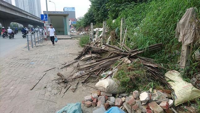 Hà Nội: Người dân khốn khổ vì rác thải 'bủa vây' hầm đường bộ ảnh 6