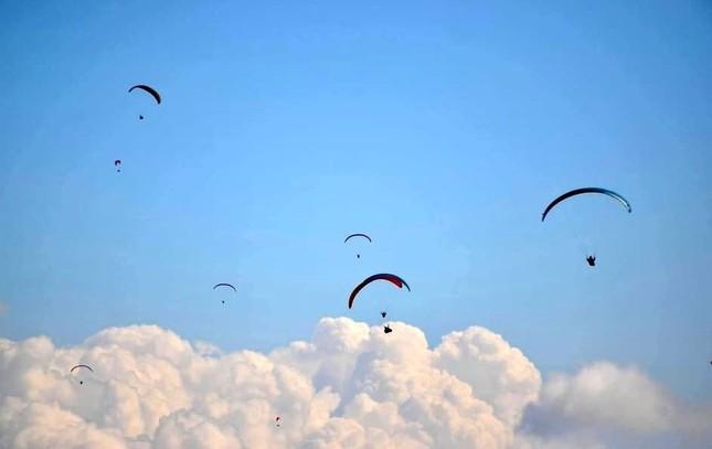 100 phi công lượn trên đỉnh Putaleng ở Lai Châu ảnh 1