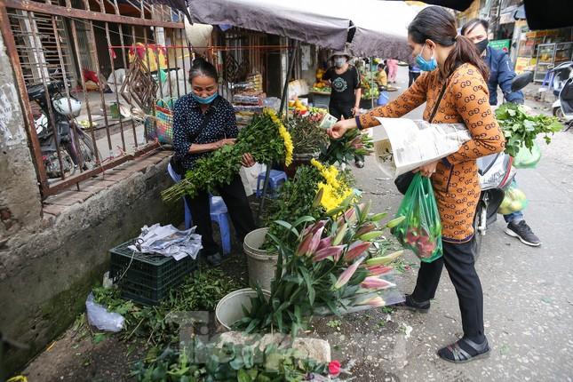 Rằm tháng Giêng, làng Tây Tựu lo 'sốt vó' vì hoa ế ẩm ảnh 3