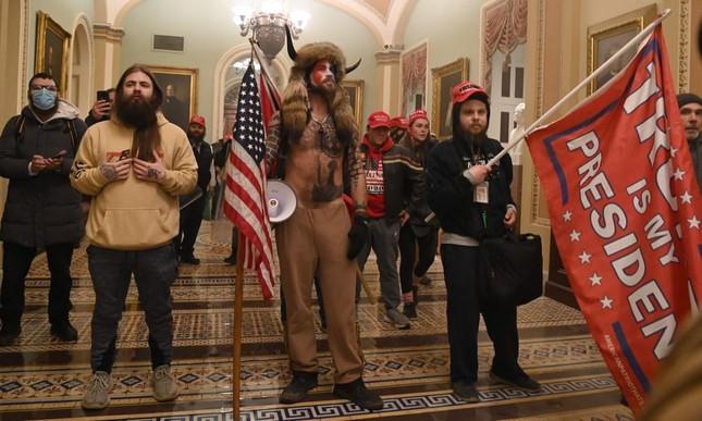 Chuyện của người chụp ảnh tại cuộc tấn công tòa Quốc hội Mỹ ảnh 1
