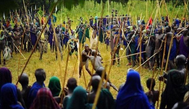 Tục đánh nhau để tranh vợ ở Ethiopia ảnh 1