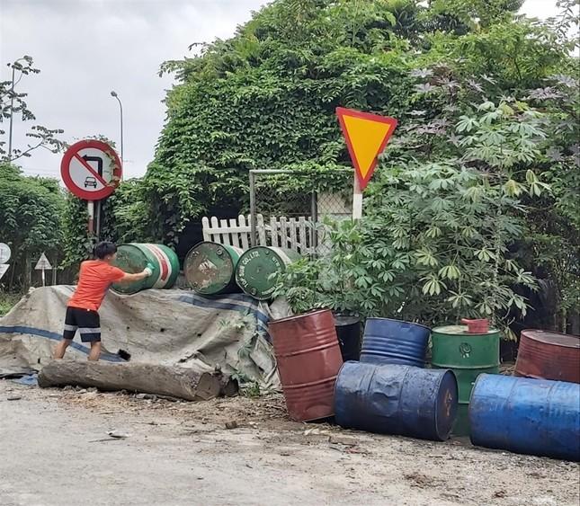 Từ sự cố nước sạch sông Đà: Dầu thải mua bao nhiêu cũng có ảnh 1