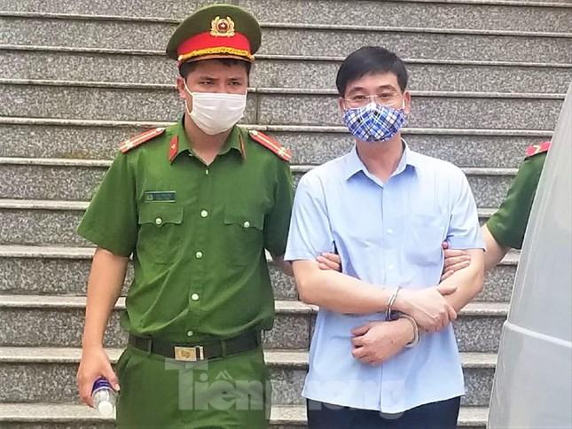 Xét xử vụ gian lận thi ở Hòa Bình: Trưởng phòng an ninh có hối lộ 500 triệu đồng? ảnh 1