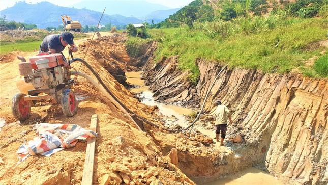 Kỳ lạ kênh dẫn nước dưới lòng đất, xã nghèo nhất Đắk Nông kêu cứu ảnh 1