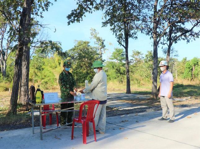 Vào vùng giáp Campuchia lấy mật ong, hai người bị đưa đi cách ly ảnh 1