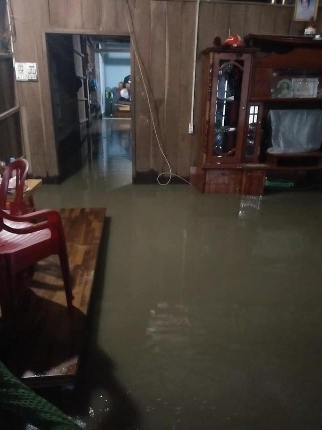 Mưa lớn Tây Nguyên: Đường sá bị chia cắt, khẩn trương di dời dân khỏi vùng ngập ảnh 3