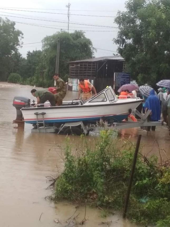 Mưa lớn Tây Nguyên: Đường sá bị chia cắt, khẩn trương di dời dân khỏi vùng ngập ảnh 4