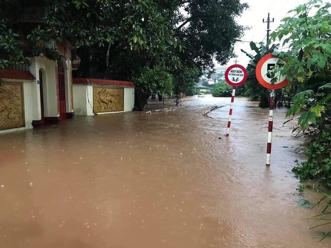 Mưa lớn Tây Nguyên: Đường sá bị chia cắt, khẩn trương di dời dân khỏi vùng ngập ảnh 5
