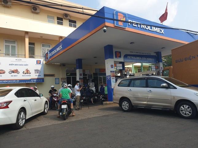 Đắk Lắk 'bác' tin đồn xăng dầu đóng cửa vài ngày tới ảnh 1