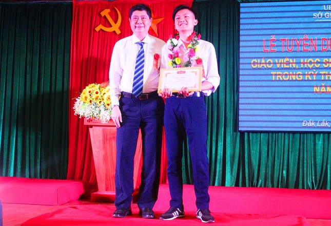Đắk Lắk vinh danh học sinh giỏi cấp quốc gia năm học 2019-2020 ảnh 2