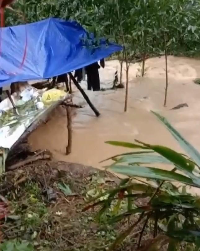 Đắk Lắk mưa to, lên phương án đưa dân khỏi vùng nguy cơ lở đất, lũ quét ảnh 3