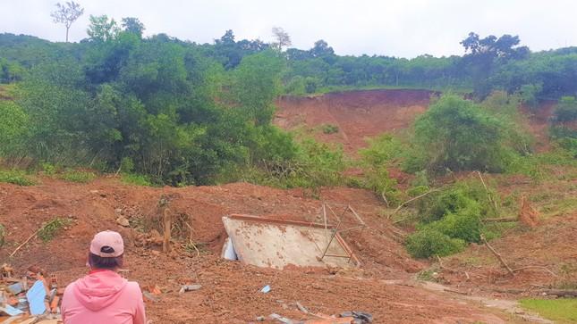 Đắk Lắk: Di dân khẩn cấp khỏi khu vực bị sạt lở nghiêm trọng ảnh 1