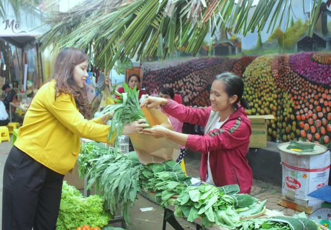 Đắk Lắk: Chợ quê lên phố để 'Thư viện về buôn' ảnh 3