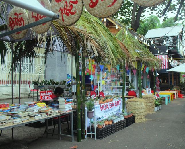 Đắk Lắk: Chợ quê lên phố để 'Thư viện về buôn' ảnh 1