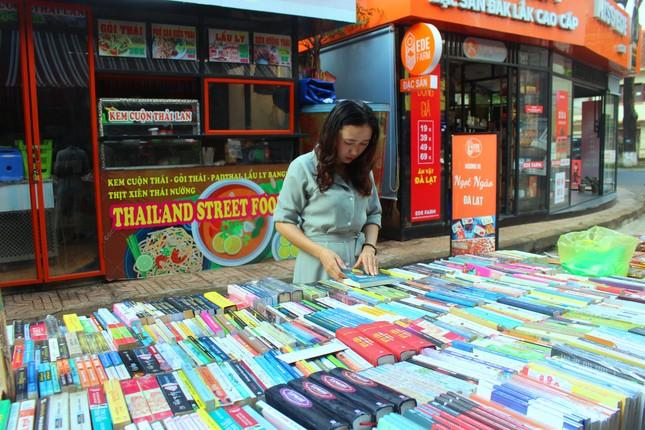 Đắk Lắk: Chợ quê lên phố để 'Thư viện về buôn' ảnh 5