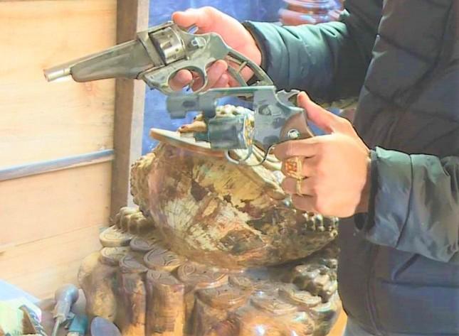 Phát hiện súng đạn, ma túy, hầm trú ẩn tại nhà kẻ trộm liên tỉnh ảnh 2