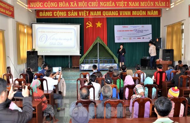 Báo Tiền Phong và tỉnh Đắk Lắk tiếp tục hỗ trợ vùng 'rốn lũ' Đắk Liêng ảnh 2