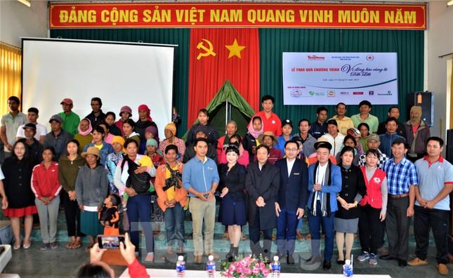 Báo Tiền Phong và tỉnh Đắk Lắk tiếp tục hỗ trợ vùng 'rốn lũ' Đắk Liêng ảnh 7