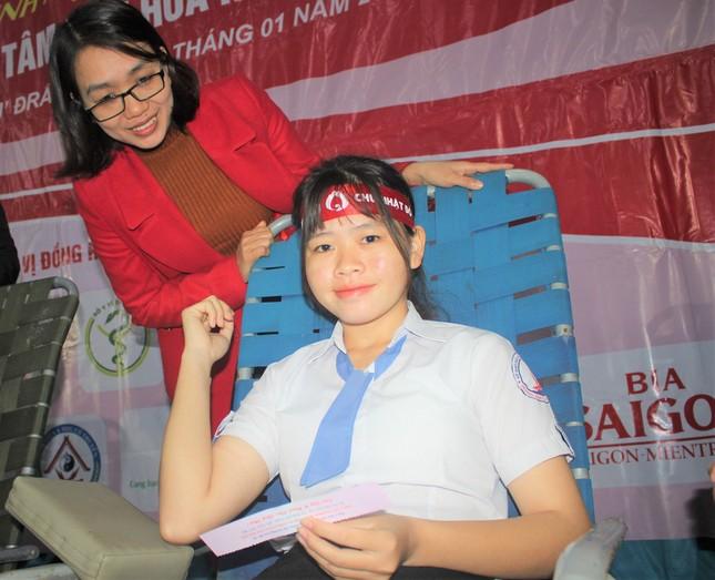 Nữ sinh M'đrắk đánh dấu tuổi 18 bằng cách hiến máu ảnh 8