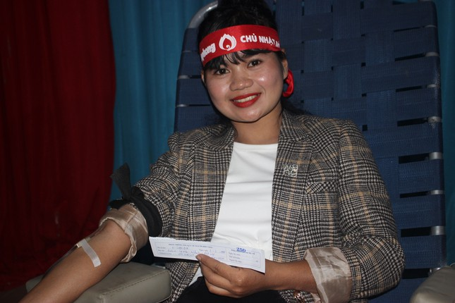 Nữ sinh M'đrắk đánh dấu tuổi 18 bằng cách hiến máu ảnh 10