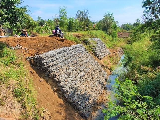 Đắk Lắk: Dân vét nước tưới bên kênh thủy lợi chục tỷ bỏ hoang ảnh 2