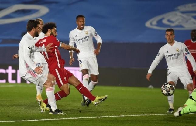 Hậu vệ mắc sai lầm, Liverpool đại bại trước Real Madrid ảnh 1