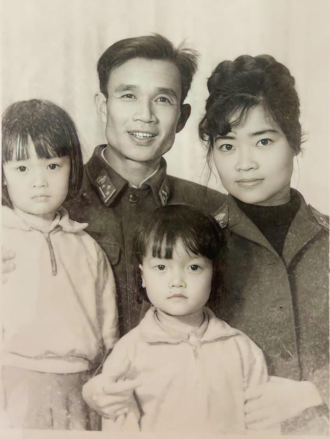 Vân Dung gây 'bão' khi khoe ảnh thời trẻ chụp cùng Hiệp Gà, Chí Trung và Quang Thắng ảnh 2