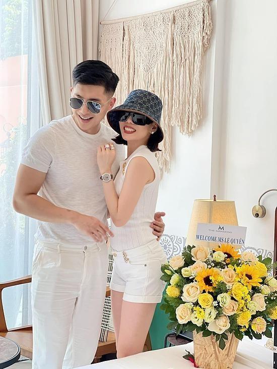 Lệ Quyên tình tứ bên Lâm Bảo Châu đón sinh nhật tuổi 40 ảnh 1