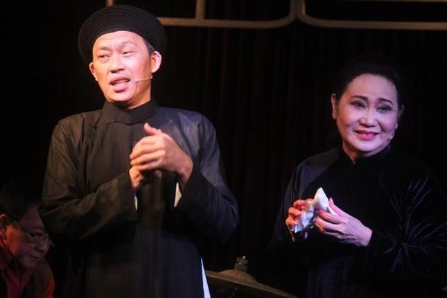 Showbiz 5/4: Nghệ sĩ Thanh Hằng khóc cảm ơn Hoài Linh ảnh 1