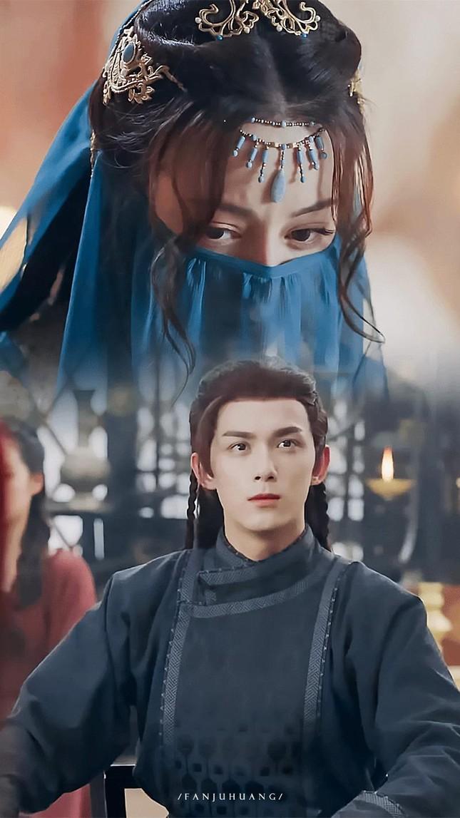 Tạo hình đẹp kinh diễm của Địch Lệ Nhiệt Ba và Lưu Diệc Phi trong phim cổ trang mới ảnh 4