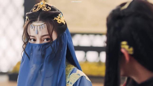 Tạo hình đẹp kinh diễm của Địch Lệ Nhiệt Ba và Lưu Diệc Phi trong phim cổ trang mới ảnh 3