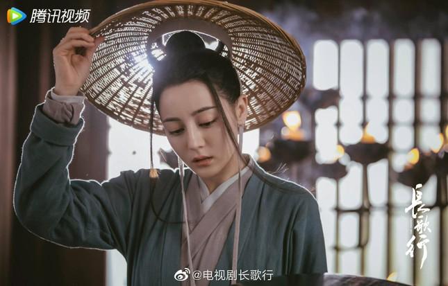 Tạo hình đẹp kinh diễm của Địch Lệ Nhiệt Ba và Lưu Diệc Phi trong phim cổ trang mới ảnh 5