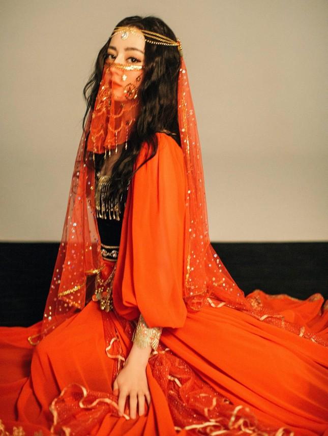 Tạo hình đẹp kinh diễm của Địch Lệ Nhiệt Ba và Lưu Diệc Phi trong phim cổ trang mới ảnh 6