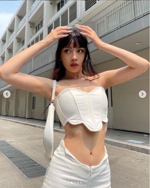 Chi Pu nóng bỏng trong bikini nhỏ xíu 'hớp hồn' fan ảnh 5